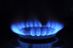 Bei der Nutzung von Propangasflaschen brauchen Sie einen Gasdruckregler.