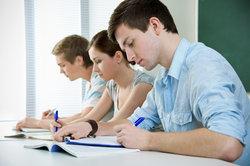 Das Abitur unterteilt sich in schriftliche und mündliche Teile.