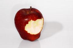 Viele Menschen reagieren allergisch auf Äpfel.