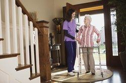 Pflege geschieht oft durch Angehörige.