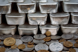 Kunden können auf verschiedene Arten in Silberwerte investieren.