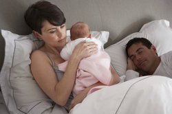 Ein Baby hat ein sehr großes Bedürfnis nach körperlicher Nähe.