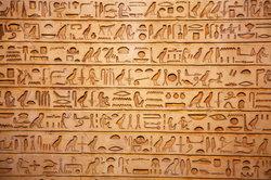 Hieroglyphen sind für den Laien nicht lesbar.