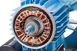 Einblick in einen Elektromotor mit Stator und Rotor