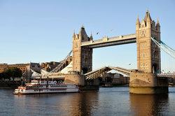 Die Themse ist in London über 200 Meter breit