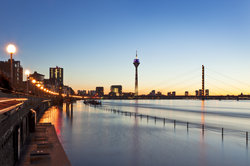 Das Rheinufer und die Düsseldorfer Altstadt