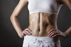 Der Russian Twist trainiert die geasamte Bauchmuskulatur.
