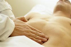 Einige Organe im Bauchraum können vom Arzt ertastet werden.