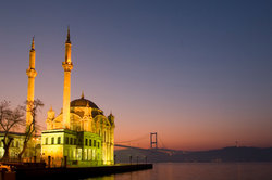 Konstantinopel und Istanbul bezeichnen ein und dieselbe Stadt.