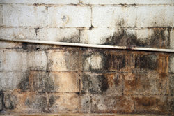Mit MEM können Sie die Feuchtigkeit im Mauerwerk beheben.