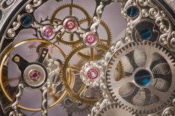 Eine Drehbank für Uhrmacher kann auch zum Modellbau eingesetzt werden.