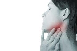 Kälte kann bei einer Mandelentzündung sehr angenehm sein.