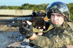 Offizier beim Militär werden.