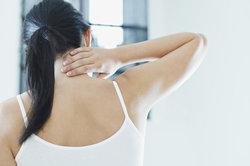 Zug im Nacken führt zu Schmerzen.