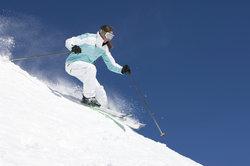 Zu der Zeit, als das Skifahren erfunden wurde, war damit sicherlich kein Spaß verbunden.