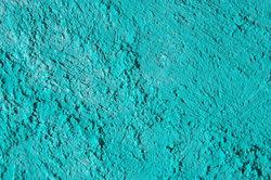 Zement können Sie mit verschiedenen Farben anstreichen.