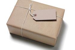 Beim Paketversand sollten Sie zuvor die Gebühren prüfen.