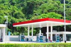 An Tankstellen erhalten Sie Prepaid-Kreditkarten.