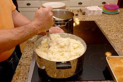 Der tägliche Einsatz kann seine Spuren beim Kochen hinterlassen.