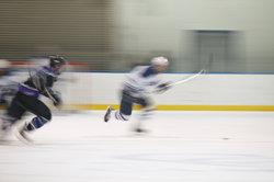 Wie viele Spiele hat die amerikanische Eishockey-Liga NHL?