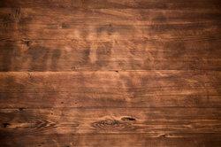 Holzmöbel sollten regelmäßig gepflegt werden.