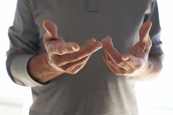 Gichtfinger sind meist verformt.
