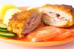 Das klassiche Cordon bleu wird mit Schinken und Käse gefüllt.