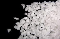 Wenn man Salzsäure mit Natronlauge neutralisiert, entsteht Kochsalz.