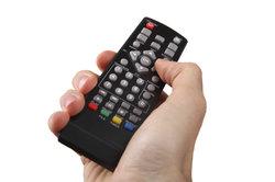 Eine Universalfernbedienung ist praktisch, wenn Sie mehrere elektronische Geräte nutzen.