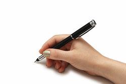 Ein Stift eignet sich gut zum Schreiben.