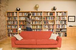 Ein gut sortiertes Bücherregal ist eine Augenweide.