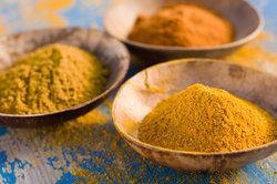 Die Currysorten unterscheiden sich lediglich durch die zugefügten Gewürze.