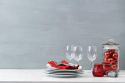 Die Tischdeko für den Geburtstag Ihres Mannes sollte herzlich und feierlich sein.