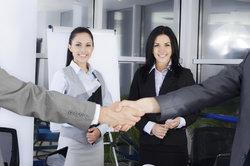 Bankkaufmann und Industriekaufmann - beide Berufe haben unterschiedliche Schwerpunkte.
