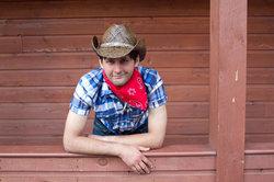Ein Cowboy-Halstuch können Sie ganz einfach binden.