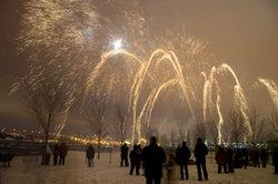 Auch bei Feuerwerken lassen sich hin und wieder parabelförmige Explosionen bestaunen.