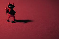Teufel Mephisto schließt einen Pakt mit Faust, um an dessen Seele zu gelangen.