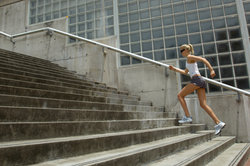 Vor einem Treppenlauf ist ein Trainingsplan hilfreich.