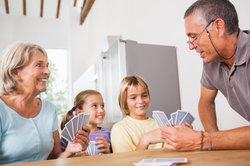 UNO Junior ist ein Kartenspiel für Kinder.