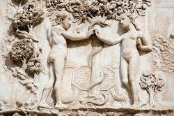 Adam und Eva - eine Skulptur in einer italienischen Kathedrale