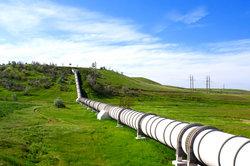 Lieferländer für Erdöl, Erdgas und Kohle sind wichtige Vertragspartner für viele Staaten.