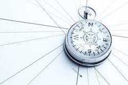 Der Kompass stellt nur bedingt eine genaue Orientierunghilfe dar.
