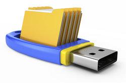 Ein USB-Stick kann zum Sichern von Dateien genutzt werden.