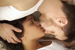 """Die Abkürzung """"xo"""" steht für """"hugs and kisses"""", also Umarmungen und Küsse."""