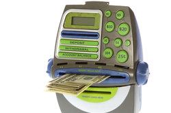 Am Geldautomat im Nicht-Euro-Ausland kaufen Sie eine nationale Währung.