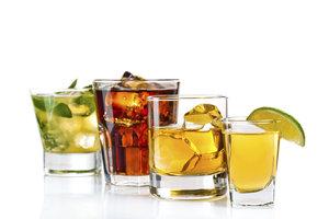 Der getrunkene Alkohol ist noch lange im Blut nachweisbar.