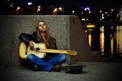 Semi-professionelle Musiker verdienen sich ein Zubrot auf der Straße.