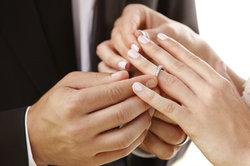 Der linke Ringfinger und das Versprechen von ewiger Liebe