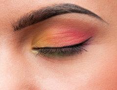Augenbrauen zu dunkel gefärbt wie gehts wieder weg