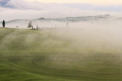 Typisch kafkaeskes Bild - die unendliche Weite begrenzt vom Nebel